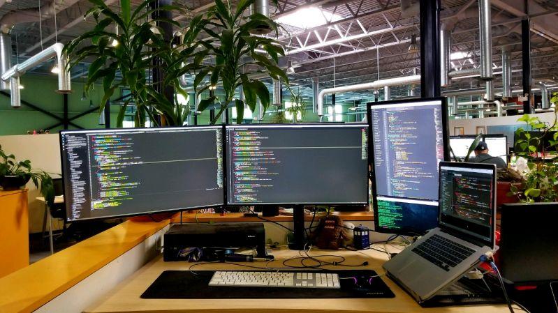 Photo of desk/setup or laptop outside - devRant